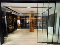 Cánh kính tủ rượu phong cách Châu Âu